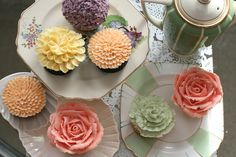 flower cupcakes. i wonder how obsessed i will become with the rose theme b-day for my littlest rose bud!