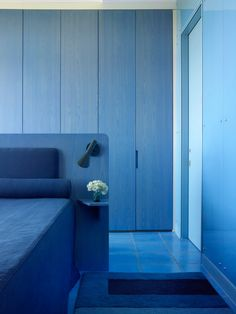 Tips for Monochromatic Rooms Done Right   Architectural Digest Monochrome Interior, Modern Interior Design, Blue Rooms, Blue Bedroom, Architectural Digest, Espace Design, Northern Lights, Colorful Apartment, Monochromatic Color Scheme