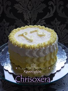 22. Juli 2015 #Vanilla #Biscuit #Ananascurd #Cheesecream #Coconut #White #Chocolate #Ganache #Filling #Limecream #Frosting #Coconut #Topping #Happy #21th #Birthday #Yellow #Ombre #Teardrop #Petal #Piping