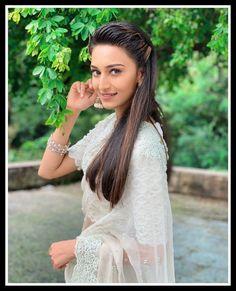 Saree Wedding, Wedding Dresses, Erica Fernandes, Indian Tv Actress, Indian Designer Outfits, Beautiful Girl Photo, Ethnic Fashion, Modern Fashion, Indian Hairstyles