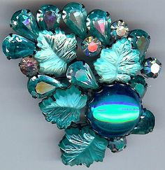 REGENCY GORGEOUS VINTAGE SEA BLUE CARVED LEAVES FACETED GLASS RHINESTONE PIN