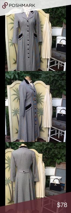 """VTG VICTORIAN STYLE RIDING COAT... This is a beautiful coat...it's done in the VICTORIAN style riding cost,it's in a black & white small houndstooth check,features velvet on the collar & front faux pockets and velvet covered buttons down full length of cost, it is missing 1 button and faux back belt,it's unlined! It's by John Roberts sz 14 poly/rayon made in USA!!! Someone had it dry cleaned tags still attached...it's a beautiful coat in EUC!!! Measurements: L:50"""", B:40.5, SH:17"""", SL:22.5""""…"""