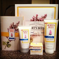 """I love this brand and would really like this perk to try out a new product from Burt's Bees. """"Wow! Thank you once again @Klout for this awesome gift set of the brand new @Burt's Bees intense hydration line. I can't wait to try it, these are all full size with klout you never get samples. #klout #kloutperks #burtsbees #skincare"""" -@rachelstewartjewelry"""