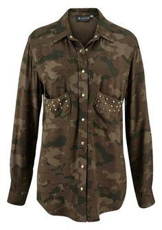 Stylische #Bluse mit #Camouflagedruck und #Nieten Toll fließende Viskoseware Lässige Bluse mit #Alloverdruck Kombiniert zu einer schmalen Jeans und Boots.   #Blusen #Damenmode #Shorts #Nieten #BAUR #Camouflage