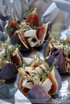 Small dish: Figs, goatchees and thyme. Tapas, I Love Food, Good Food, Yummy Food, Xmas Food, Cooking Recipes, Healthy Recipes, Snacks Für Party, Appetisers