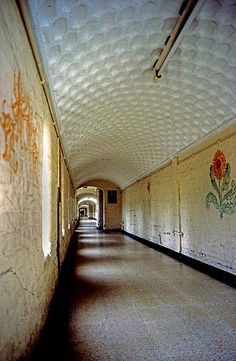 Friern Hospital corridor 1991 Said to be Europe's longest corridor - one third of a mile. This Victorian asylum in North London held 3000 people at its peak. It was CLOSED in the early Abandoned Asylums, Abandoned Buildings, Abandoned Places, Mental Asylum, Insane Asylum, Old Hospital, Abandoned Hospital, Psychiatric Hospital, Haunted Places
