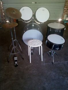 Drum kit beginner's $150 locate wyong can organise freight for extra cost to Newcastle #rangloo, #bar, #accessories