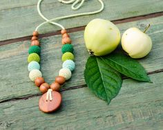 All Apple Wood Nursing Necklace / Babywearing Necklace - green