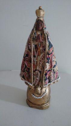 Nossa Senhora Aparecida, revestida em tecido e pérola