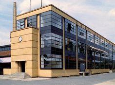 The Deutscher Werkbund: Fagus Factory, Leine, Germany, by Walter Gropius and Adolf Meyer Walter Gropius, Factory Architecture, Art And Architecture, Industrial Architecture, Art Deco Buildings, Modern Buildings, Art Et Design, Urban Design, Wall Design