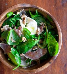 This Spinach & Pear Salad w/ Prosciutto Slices is the perfect way to complete your meal. It includes goat cheese & walnuts, & is topped w/ a homemade dressing. Healthy Salad Recipes, Lunch Recipes, Yummy Recipes, Recipies, Easy To Cook Meals, Romantic Dinner Recipes, Pear Salad, Salad Topping, Mouth Watering Food