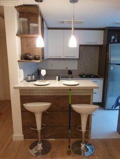 Cucina: cucina in stile di gk architetti (carlo andrea gorelli + keiko in 2019 Kitchen Drawers, Kitchen Sets, Open Kitchen, Kitchen Dining, Kitchen Decor, Condo Design, Küchen Design, Kitchen Interior, Interior Design Living Room