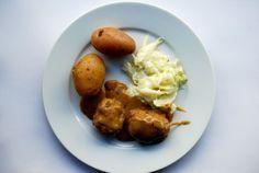 Kjøtkaker i brun saus og med kålstuing til er ganske fort og greitt å laga. Så kan du godt laga litt ekstra og frysa ned så har du…
