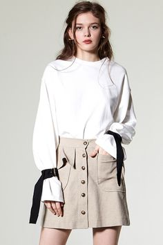 Zeo Ring Belt Cuff Sweatshirt Discover the latest fashion trends online at storets.com #High Neck Velvet Top  #High Neck Velvet Top  #Ruffle High Neck Top