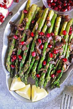 Delightfully delicious, this Za'atar Asparagus with Pomegranate makes for a fun and colorful side dish sure to be enjoyed by the whole family. Dinner Side Dishes, Dinner Sides, Pomegranate Recipes, Real Food Recipes, Healthy Recipes, Everyday Dishes, Recipe Please, Savoury Dishes, Mediterranean Recipes