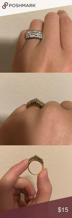 Costume jewelry ring Size 7 ring. Something that was found in my family jewelry box that doesn't fit me. Not sure where it came from but in great condition. Accessories