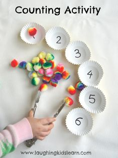 Here is a simple counting activity for children, especially preschoolers. Simple to set up it can suit individual needs and develops fine motor skills. activities for preschoolers Simple counting activity for children - Laughing Kids Learn Motor Skills Activities, Preschool Learning Activities, Fun Learning, Toddler Activities, Numeracy Activities, Fine Motor Activities For Kids, Counting Activities For Preschoolers, Preschool Fine Motor Skills, Educational Activities For Preschoolers