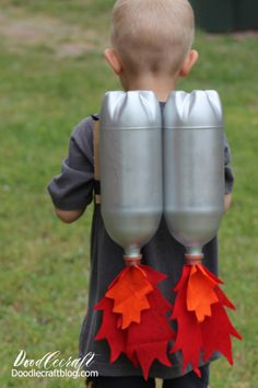 Super Sci-Fi Rocket Fueled Jet Pack--Upcycled Craft DIY I love upcycled crafts. There is nearly nothing better than taking . Superhero Costumes Kids, Funny Kid Costumes, Super Hero Costumes, Diy Costumes, Horse Costumes, Witch Costumes, Costume Ideas, Rocket Craft, Diy Rocket