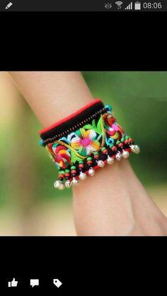 Bracelet brodé <3