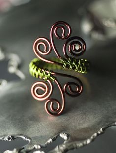 Ring Eyecandy.  If you like this kind of ring, this Flickr site has many examples. #wire #jewellry