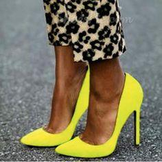 Simple Pretty Girl Wearing Pointed-toe Heels