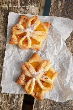 """puff pastry very cleverly cut and folded over to """"flower"""".fill the flower with other delicious fillings, too. Puff pastry with filling. Puff Pastry Desserts, Puff Pastry Recipes, Köstliche Desserts, Delicious Desserts, Yummy Food, Apple Recipes, Sweet Recipes, Pepperidge Farm Puff Pastry, Canned Peaches"""