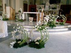Selecting The Flower Arrangement For Church Weddings Altar Flowers, Wedding Ceremony Flowers, Church Flowers, Altar Decorations, Flower Decorations, Wedding Decorations, Funeral Flower Arrangements, Floral Arrangements, Flower Festival