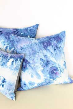 Iced Dyed Indigo Blue Throw Pillows // How to cold water dye for gorgeous, organic looking designs // DIY dyed home decor