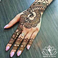 I just love to Post Beautiful Hand Pictures wirh henna Beautiful Simple Mehndi Design, All Mehndi Design, Peacock Mehndi Designs, Henna Hand Designs, Eid Mehndi Designs, Mehndi Designs For Girls, Mehndi Design Pictures, Mehndi Simple, Latest Mehndi Designs
