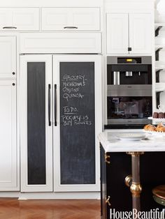 chalkboard fridge door Can not get over how much I love this Decor, Kitchen Inspirations, Family Kitchen, Spacious Kitchens, Refrigerator Panels, Kitchen Decor, Home Kitchens, Kitchen Organization, Chalkboard Fridge