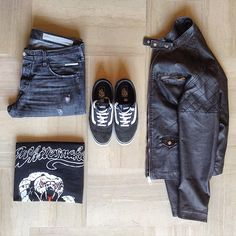 back to the 80'8⃣0⃣ #ootd #outfitgrid #OutfitFromAbove #outfitkillers  1⃣Jeans: #replay maestro 2⃣Tee: #whitesnake 80' old t-shirt 3⃣Jacket: #piazzaitalia  4⃣Shoes: #vans milton