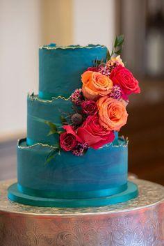 fancy wedding cakes Brilliant Turquoise Cake with Gold Accents Fancy Wedding Cakes, Amazing Wedding Cakes, Wedding Cake Designs, Purple Wedding, Wedding Turquoise, Creative Wedding Cakes, Spring Wedding, Floral Wedding, Fleur Orange