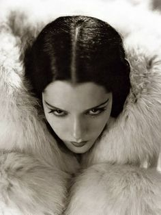 Stunningly beautiful Mexican born actress, Lupe Velez (had a tragically short career but isn't she gorgeous?)