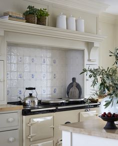 Ljung • Slettvoll Kitchen Dining, Kitchen Cabinets, Dining Rooms, Beautiful Kitchens, Cool Designs, House, Furniture, Country, Home Decor