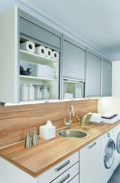 aménagement-buanderie-placards-de-rangement-évier-avec-comptoir-en-bois