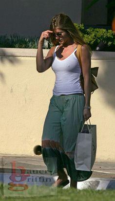 Jennifer Aniston Pictures, Jennifer Aniston Style, Jeniffer Aniston, Black Widow Scarlett, Beauty Women, Hollywood, Christian Church, Actresses, Actors