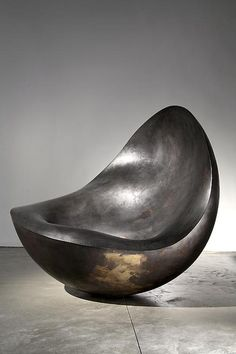 Ron Arad Love the colour, shape and size of this chair. You could have only this in a room with a rug and book and that would be enough