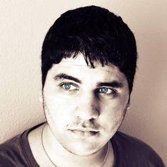 Álvaro Bernal. Diseñador gráfico-visual. Bloguero. Podcaster. Creativo.