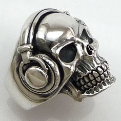 Headphones Skull Biker Ring...fuck about i need one of these rings!