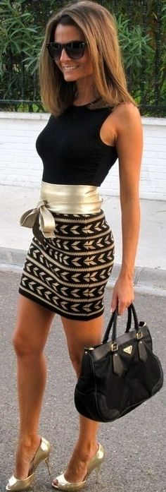 Black and gold street style... the skirt would look much more sophisticated and flattering if it were longer♥