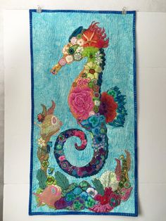A lovely seahorse by Sherry Brown. Applique Patterns, Applique Quilts, Applique Designs, Quilt Patterns, Applique Templates, Ocean Quilt, Fish Quilt, Laura Heine, Nautical Quilt