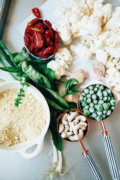 For Super Creamy Cauliflower Pasta with Garlic and Roasted Tomatoes (vegan!) - The First Mess Vegan Main Course, Cauliflower Pasta, Keto Egg Fast, Slow Roasted Tomatoes, Garlic Pasta, Food Stands, Vegan Parmesan, Vegan Pasta, Sliced Almonds
