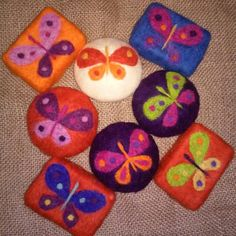 Felt soap Kece sabun Kece kese butterfly Soap pouch Felted Soap, Wet Felting, Needle Felting, Felt Pictures, Dryer Balls, Cold Process Soap, Pincushions, Home Made Soap, Felt Art