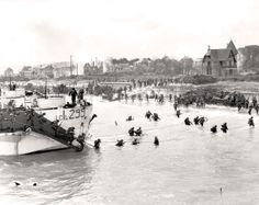 Stormont, Dundas and Glengarry Highlanders land on Juno Beach on D-Day. GILBERT ALEXANDER MILNE, LIBRARY AND ARCHIVES CANADA—PA122765