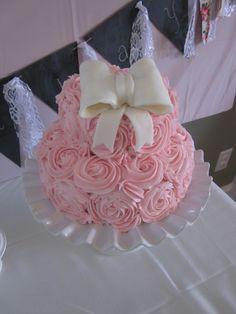 1st birthday flower cake with bow