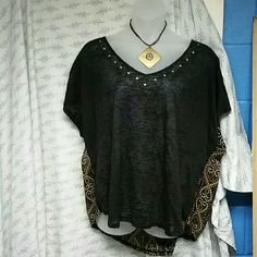 Nwt TORRID size 3. Hi/Lo top Excellent condition.  Bought this and never wore it. Would look cute with black slacks or leggings. Torrid  Tops Blouses
