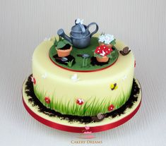 "Fondant-Torte zum Thema ""Frühling im Garten"". #cake #spring #garden #garten #fondant #torten #frühling"
