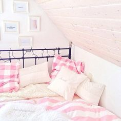 Image via We Heart It #beautiful #bedroom #candles #floral #flowers #girly #pink
