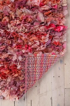 How to make a crochet/latch hook shag rug from fabric scraps Tapetes Diy, Inchies, Homemade Rugs, Rag Rug Tutorial, Arts And Crafts, Diy Crafts, Rug Hooking, Fabric Scraps, Sewing Projects