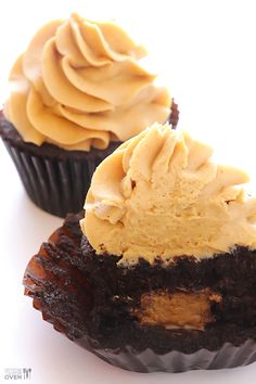 Chocolate Peanut Butter Cupcakes Recipe (with step-by-step tutorial) | gimmesomeoven.com